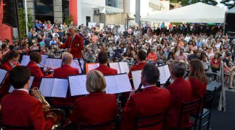 MaiFest 2015 Atrai Multidão Para Festejar A Cultura Alemã